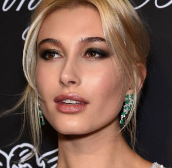 As maquiagens de Hailey Baldwin: it girl abusa de makes versáteis e modernas