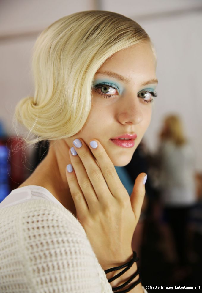 As unhas apareceram azuladas no desfile da  Badgley Mischka