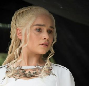 As maquiagens de 'Game Of Thrones': batom e blush rosa chamam atenção nas makes de Cersei, Daenerys e mais personagens