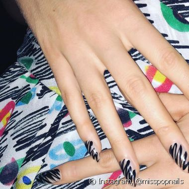As unhas rabiscadas foram destaque do desfile da grife Moschino na Milan Fashion Week (Foto: Instagram @misspopnails) misspopnails