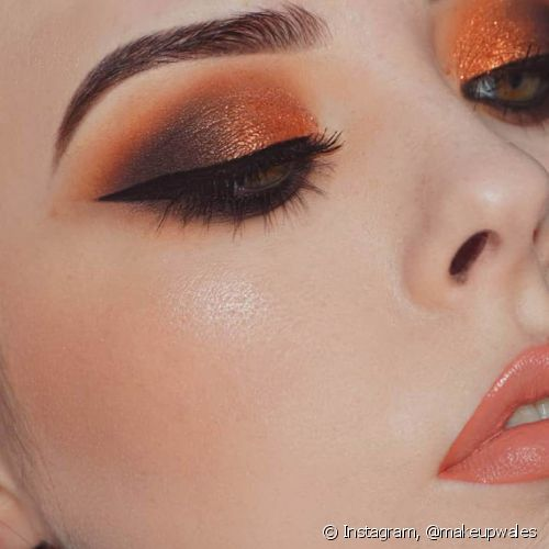 A sombra metalizada é ideal para a make da noite (Foto: Instagram @makeupwales)