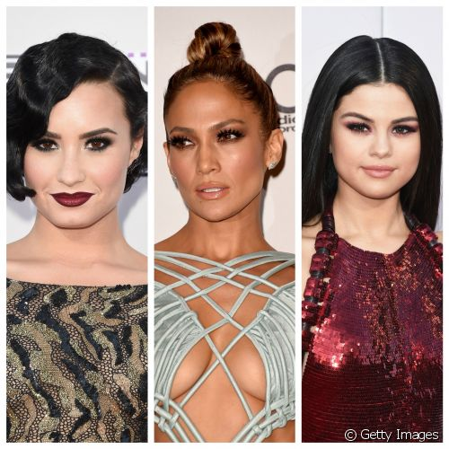Batons coloridos e olhos esfumados dominaram as makes das famosas durante o American Music Awards 2015