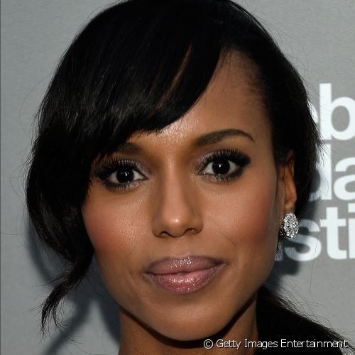 "Kerry Washington apostou nos olhos marcados e boca com gloss nude para o evento beneficente ""Celebrate Sundance Institute"""