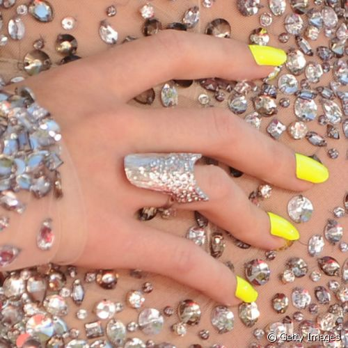 Katy Perry apostou nas unhas amarelas para um look super divertido no Mtv Video Awards (Foto: Getty Images)